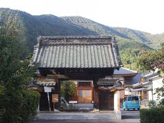 途中にある満泉寺。 ここにはかつて村上義清の住む居館がありました。 普段はここで生活していたようです。