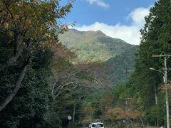 続いて、高いところから琵琶湖を眺めるのならこちら 『びわ湖バレイ』  この道路が有料で1,000円