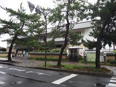 法隆寺参道に到達。後は約300mの参道を進むのみ。参道入口にあった法隆寺iセンターは、法隆寺含む斑鳩の里の観光案内所。