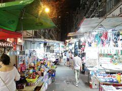 廟街夜市をうろうろ。 夕食もこのあたりで。  半日ちょっとの観光でしたが、結構満足。 今回、自分は香港の当たり前の姿を見たかったのかもしれません。