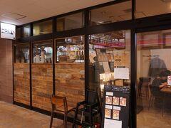 【大岩食堂】 西荻窪駅ガード下 商店街にあるカレー屋さん 10分ほど待って入れました