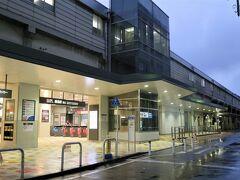 静まり返った駅前です。  ■綱島駅[東急東横線] 一日の乗降人員は、10.3万人(東横線21駅中 第7位)です。