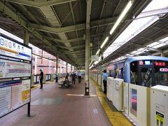 6:10 和光市駅に着きました。(綱島駅から1時間3分) 私が乗ってきた青い車両[Y500系]は、横浜高速鉄道の所属です。 3分の待ち合わせで、下り(川越)方面の電車に乗換えます。同じホームで乗換えられるのは楽ですね。