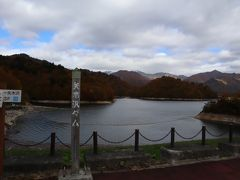次も目的地は同じみなかみ町の矢木沢ダム。ここも駐車場が満車になるほどの賑わいでした。
