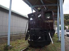 「道の駅みなかみ水紀行館」には、上越線の峠越えに活躍したEF16型電気機関車は保存されています。しっかりとした屋根が備わっていて保存する関係者の愛情が伝わってきますね。