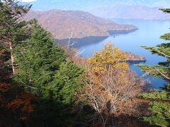 半月山展望台を後にして、中禅寺湖展望台。  半月山に行くと、登山しないと中禅寺湖は見られないので、 登らない人は、こっちの方がいいのかな?