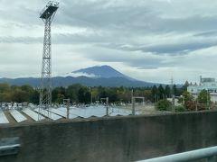 東京は曇りでしたが、東北を北上するにつれて晴れてきて、盛岡では岩手山がくっきり。