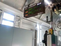 八戸から北は初めての乗車。新青森駅着、ここからほぼ各駅に止まります。青函トンネルの入るときはアナウンスあり。盛岡以北はトンネルが多いですね。木古内などでも乗り降りする人が居ますね。新函館北斗駅が北に向かっているので、いさりび鉄道で函館までの駅だとそちらのほうが近いのかも