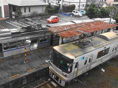 https://youtu.be/tScWaH8b0ck  熊本電気鉄道さんの堀川駅と黒石駅での列車交換風景です。元東京都営地下鉄6000型~元東京メトロ銀座線01型~元東京メトロ日比谷線03型が行き交います。発条転轍器(スプリングポイント)の動作状況も分かります。