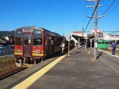 JRから信楽高原鐵道への乗り換え客もいますね。というか、信楽高原鐵道へ乗る観光客が普通に多いな。