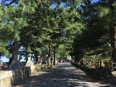 松林の先が、二見興玉神社と、夫婦岩。 参道途中に、「賓日館」がある。寄らなかったけれど、風情のある建物でした。時間があれば、ぜひ訪ねてください。寄らずに、残念。