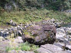 一際大きな岩でした