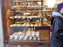 隣のCioccolateria Dal Masというクラシカルなお店が気になりました。