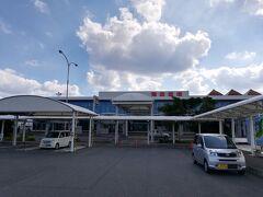 こじんまりした奄美空港。素朴な雰囲気にホッとします。