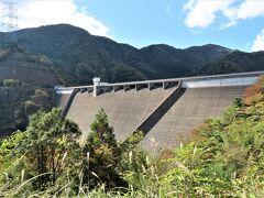 長谷ダム 1995年竣工、発電専用ダム、堤高102m、大河内発電所の下部ダム、上部ダムの太田ダムとの高低差394.7mを利用して最大128万kwの発電を行っています。