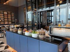 朝食はイタリアンレストラン ピニェートで 朝食会場はここのみ ルームサービスもあり  朝食時間の予約は不要