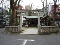 恵比寿さんといえば、関西は西宮神社が有名ですが、恵比寿という地名なんだから恵比寿神社あるよね?と探したらありました。 何か楕円形の石組みに囲まれたこじんまりした神社でした。