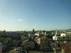 午前8時頃にはもう京都を通過しています。 遠くには東寺の五重の塔が見えます。
