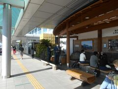 鹿児島空港ビルの外