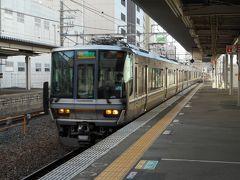 タイミングよく、大阪行快速がやってきた。 今年から走り始めた、新三田始発大阪行区間快速である。一駅手前が始発とあり、車内は空いていたが、この三田駅で結構座席は埋まった。