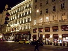 ウィーンの有名ホテルと言えばここ ホテルサッシャ― いや泊まりにきたわけではないんですが(;^_^A 世界一周最後の夜くらいは豪華にと思わなかったわけではないんですが、シェーンブルン宮殿に行きたかったんで、やっぱり止めときました
