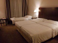 お部屋は普通ですね ベッド3つもあっても うぬ…