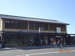 出雲大社前にありますスタバのお店も周りの雰囲気に合った造りになっています