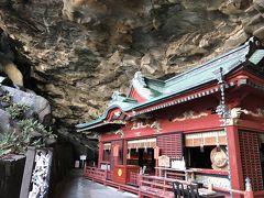 鵜戸崎岬の洞窟の中に御本殿