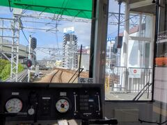初、阪神電車! 一番前の特等席に座れました。 大人気無く、かじり付いていました… お子様が乗ってこなくて良かった…