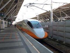 オレンジラインの台湾新幹線。新幹線の台南駅にて。