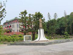 蔣公銅像:蒋介石の像と淡水館:遊客服務中心、営業時間はAM8:00~PM5:00(毎週月曜定休、全国休業日は1日延期)