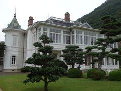 ルネッサンス様式を基調とした白亜の木造瓦葺2階建て