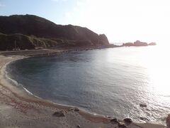 綺麗な砂浜が現れました。 沢尻海岸です。