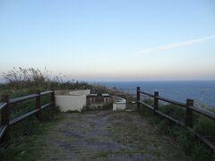 6:27 村落から32分。 島の西側に位置する「ありま展望台」に着きましたよ。