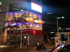 19:50 この日の夜ごはんは『A&W 国際通り松尾店』。 最寄りは県庁前駅になるのかな。 あたしたちは牧志駅側から歩いたのでちょっと遠かったです。