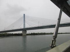 「菅原城北大橋」H元年完成 大阪市で最初に有料道路事業をとして建設されました。 普通車の通行量が100円で会ったことから「100円橋」と呼ばれています。