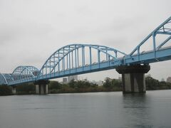 「淀川水管橋」(S40完成、大阪府営水道の浄水場から大阪府へ浄水を送る橋 M41~T3にかけて東洋一と言われた「柴島浄水場」があります。