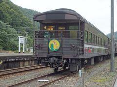 SLやまぐち号が停まっていました。蒸気機関車はどこに行ったのだろう?
