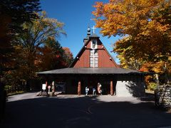 続いて訪れるのは、これまた9月にも来た聖パウロカトリック教会。 ここの木々も色づいてますな。