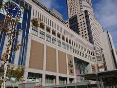 電車で札幌駅に出ます。 札幌駅大きい! 徐々に旅行気分になってきました! 歩いてホテルに向かいます。