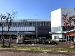 ●上越妙高駅  約2時間後、新潟県の「上越妙高駅」にて下車。 東西に広い新潟県は、京都に近い方から上越・中越・下越に区分され、この日は日帰りでここ上越地方を巡っていくことに。 なお、ここからはレンタカーでの移動となります。