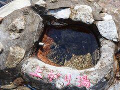 こちらのお湯は少し熱め 近くに民宿のような宿があります。 泊ってみたい。