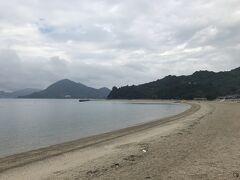 800mの白浜と澄んだ青い海で有名な瀬戸田サンセットビーチ(しまなみレモンビーチ)。曇天なのが残念です