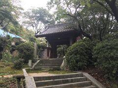向上寺への参道に合流します