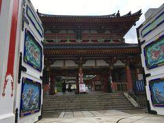 自転車をピックアップしたら耕三寺へ。ずいぶんと派手な色使いです。基礎知識なしできたので、これって中国系とかのお寺なのかな、なんて思っていましたが(法然寺から500m)