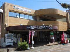 駅前の観光案内所。大牟田市の人口は炭鉱が最盛期だった1960年の21万人から現在は11万人に半減。世界遺産指定を受けたのをきっかけに、観光に力を入れているようです。