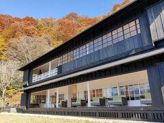 半月山から別荘のある場所までバスにのってそこから中禅寺湖バス停まで歩きます。