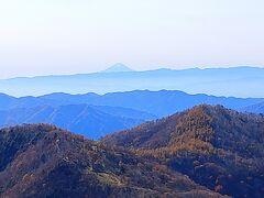 まずは中禅寺湖で乗り換えてバスで半月山まで! 今日は天気がいいので富士山が見えました。