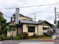交差点前にあるのは大仏そば萬吉禎。 http://www.takinoue.co.jp/
