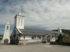 1571年頃に外海一帯にキリスト教の布教が始まり、多い時は5000人近い信者がいた。 江戸幕府の禁教令が出ると神父が捕まるなどの弾圧が強まるが、僻地であったため多くの潜伏キリシタンが存在した。 その後、3000人程度が五島列島に移住したが、そのほとんどがキリシタンだったといわれる。 1965年の信徒発見から半年後、260戸のうち200戸がカトリックに復帰。 1876年からぺリュー神父が仮聖堂を拠点に活動を行い、1879年にド・ロ神父が外海に赴任する頃には、信者が3000人近くになっていたという。